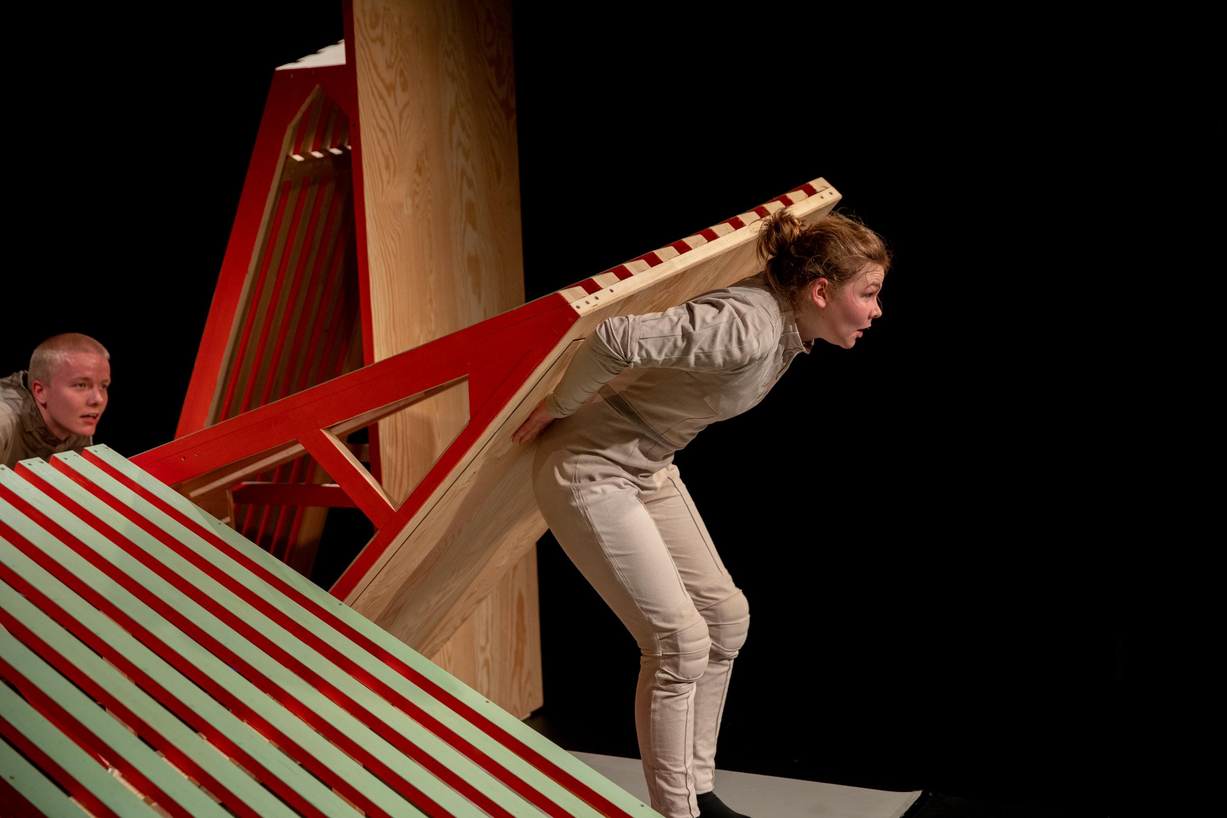 Stellwerk Weimar I HOPPLA I Regie Esther Jurkiewicz | Bühne + Kostüme Anne Ferber